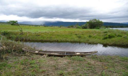 Zdjęcie WENEZUELA / Bolivar / Park Narodowy Canaima / Stara łódź