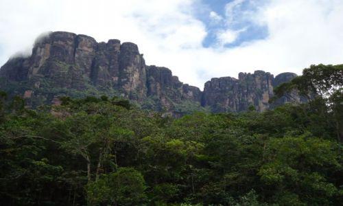 Zdjęcie WENEZUELA / Bolivar / Park Narodowy Canaima / Majestat gór
