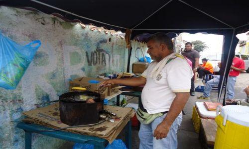 Zdjecie WENEZUELA / Bolivar / Ciudad Bolivar / Przekąska na ulicy