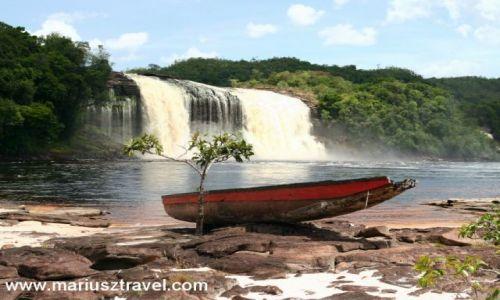 Zdjęcie WENEZUELA / gran sabana / Canaima / zepsuta lodka
