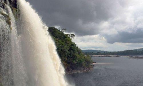 Zdjecie WENEZUELA / brak / Wodospad SANTO ANGEL / CANAIMA