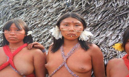 WENEZUELA / Amazonas / Rio Siapa / Yanomami
