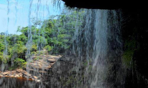Zdjecie WENEZUELA / Canaima / przejście pod wodospadem