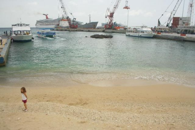 Zdjęcia: Grand Cayman, Kajmany, Kajmany - dziewczynka, WIELKA BRYTANIA