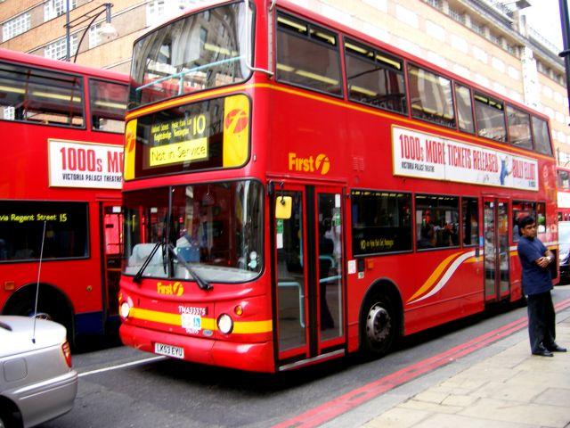 """Zdjęcia: Picadelly, Londyn, """"autobusy i tramwaje..."""", WIELKA BRYTANIA"""