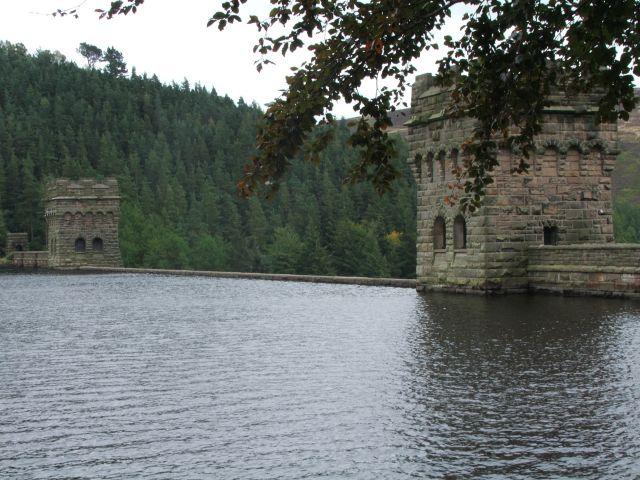Zdjęcia: Derwent Reservoir, Peak District, Dwie wieże, WIELKA BRYTANIA