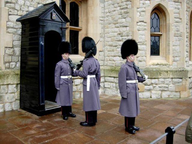 Zdj�cia: Londyn, Anglia, Zmiana Warty, WIELKA BRYTANIA