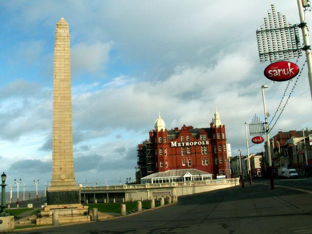 Zdjęcia: Blackpool, Anglia, Obelisk i hotel, WIELKA BRYTANIA