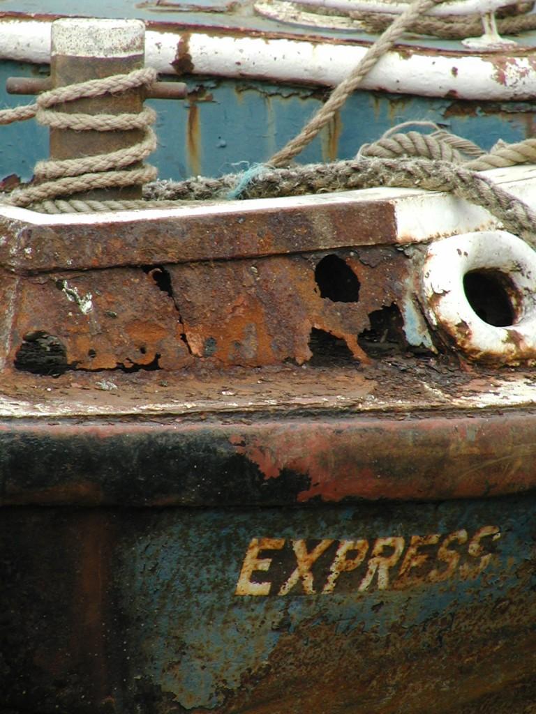 Zdjęcia: Greenwich, Londyn, Nic nie trwa wiecznie - statek Express rdzewieje na brzegu Tamizy, WIELKA BRYTANIA