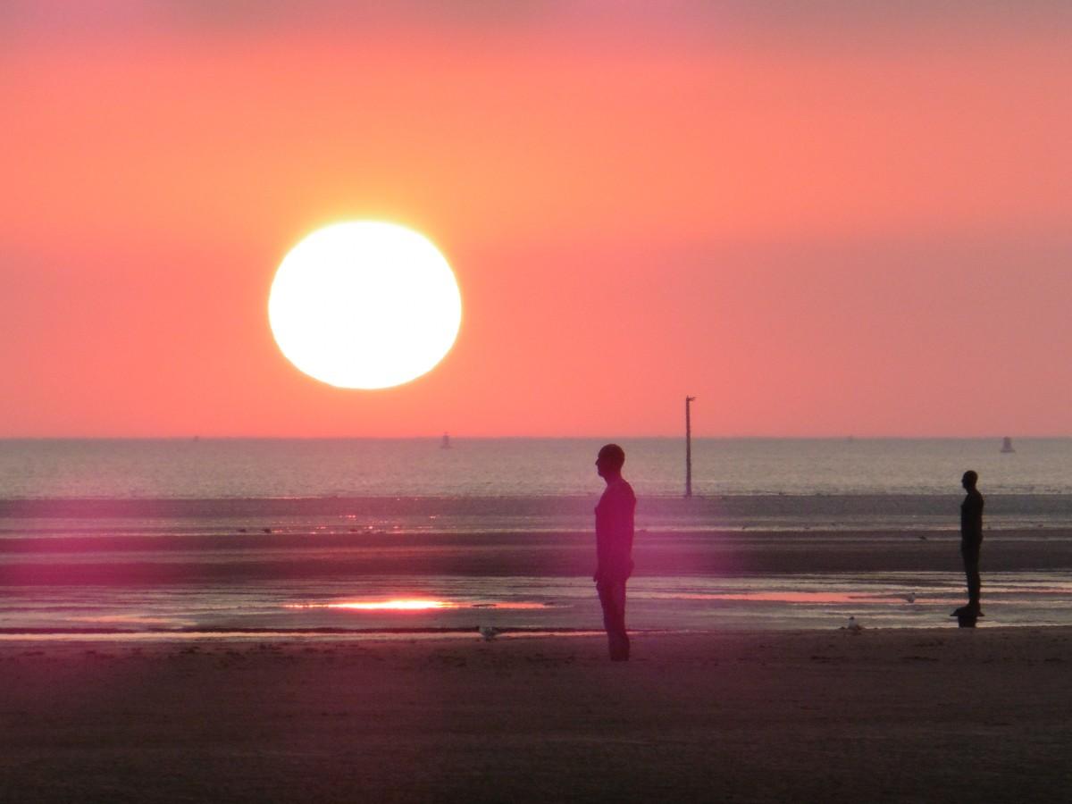 Zdjęcia: Liverpool, Crosby Beach, Rzeźba Antoni Gomel , WIELKA BRYTANIA