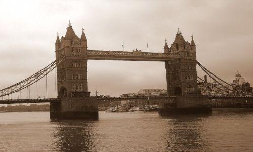 WIELKA BRYTANIA / Londyn / London Bridge / w stylu retro