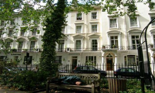 WIELKA BRYTANIA / Londyn / Norfolk Square / W parku