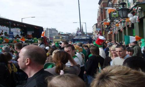 WIELKA BRYTANIA / West Midlands / ulice Birmingham / Parada sw Patryka w  Birmingham
