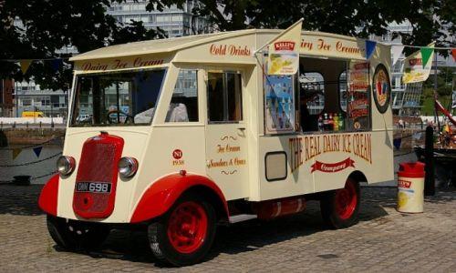 Zdjecie WIELKA BRYTANIA / Liverpool / Liverpool / ice cream from citroen tube