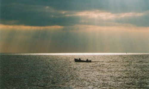 WIELKA BRYTANIA / HEMPSHIRE / milford on sea / wśród błękitu fal