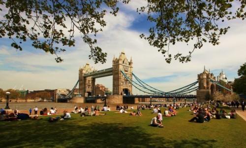 Zdjęcie WIELKA BRYTANIA / Londyn / Tamiza / Tower Bridge w porze lunchu