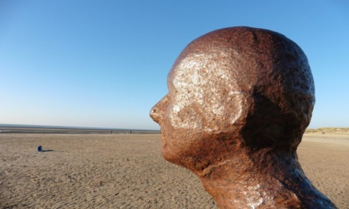 Zdjecie WIELKA BRYTANIA / Liverpool / Crosby plaża / Rzeźba samego Antoniego Gormleya