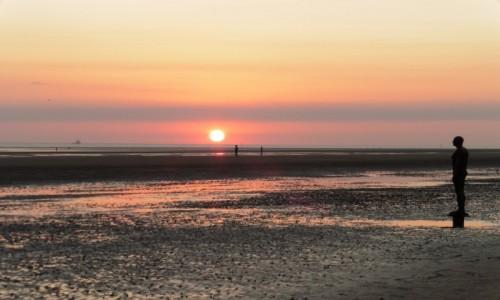 Zdjecie WIELKA BRYTANIA / Crosby Beach / Liverpool-Crosby beach / Rzeźba Antony Gormley
