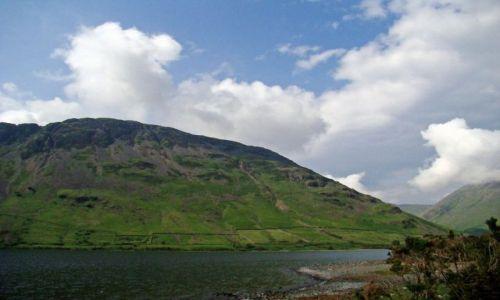 Zdjęcie WIELKA BRYTANIA / Lake District/ Cumbria / Wasdale Head / przejasnia sie nad  Western Lakes