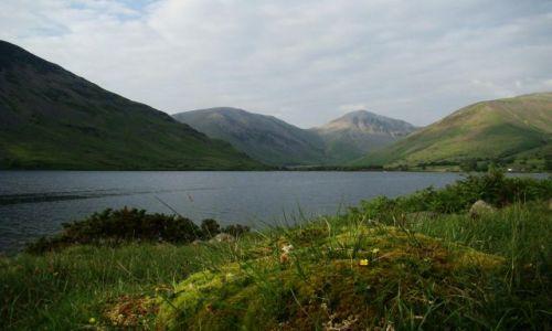 Zdjecie WIELKA BRYTANIA / Cumbria / Lake District / Wast water / ....... z  mchu  i  paproci