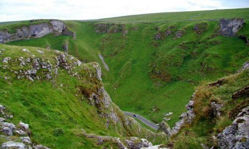 Zdjecie WIELKA BRYTANIA / Derbyshire /  okolice Castelton / wawoz  Winnats