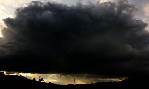 Zdjecie WIELKA BRYTANIA / w.y. / elland / black sky