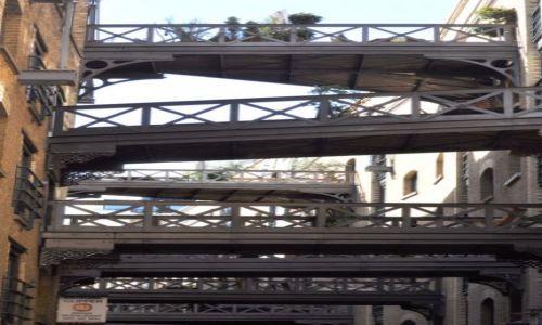 Zdjęcie WIELKA BRYTANIA / Londyn  / Zabudowa przy Tamizie. / Balkony