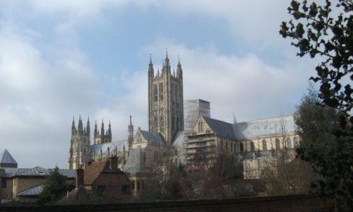 Zdjęcie WIELKA BRYTANIA / Kent / Canterbury, katedra  / ... przez domy ...