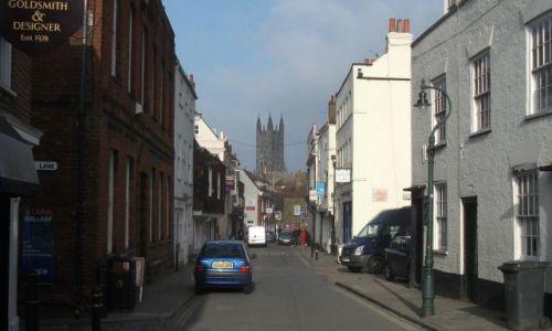 Zdjęcie WIELKA BRYTANIA / Kent / Canterbury, katedra  / ... z perspektywy uliczki ....