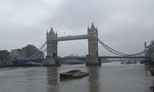 Zdjęcie WIELKA BRYTANIA / Londyn / Tower Bridge / ... z wody ...