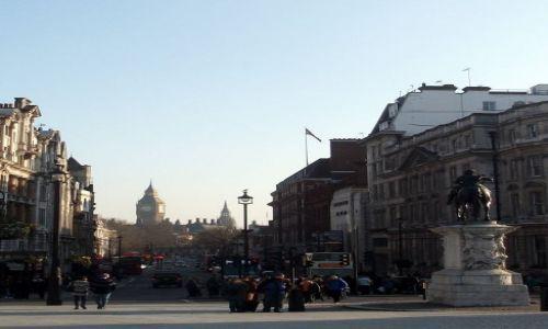 Zdjęcie WIELKA BRYTANIA / Londyn / Trafalgar Square / ... rzucam okiem na Westminster z Trafalgar Square...