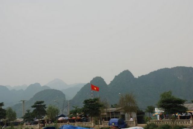 Zdjęcia: 50 km. od Hanoi, Huong Pagoda, Na szlaku, WIETNAM