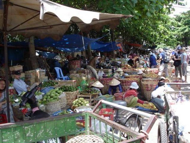 Zdjęcia:  Mekong, Delta Mekongu, Targ owocowy na brzegu, WIETNAM