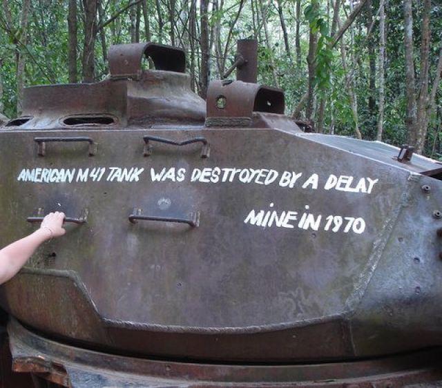 Zdjęcia: Muzeum systemu tunelowego Cu Chi , Obręb Ho Chi Minh City, Czołg M41 zniszczony przez Wietkong, WIETNAM