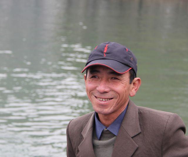 Zdjęcia: Wioska na wodzie, Ha Long, Rybak, WIETNAM