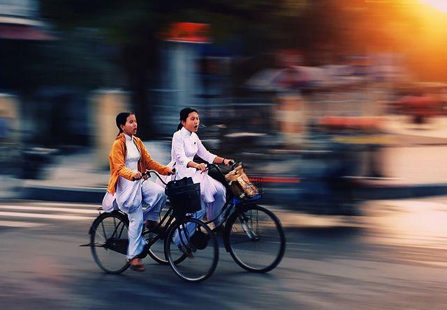 Zdjęcia: Hue, Hue, w drodze do szkoly, WIETNAM