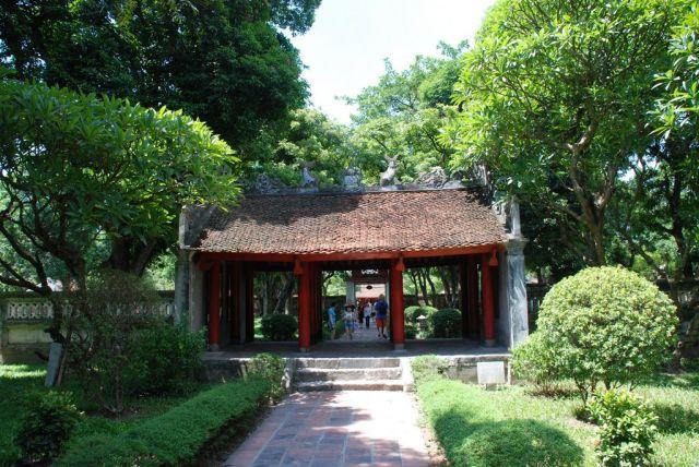 Zdjęcia: Quoc Tu Giam Str, Hanoi, Pierwszy Uniwersytet w Hanoi, WIETNAM