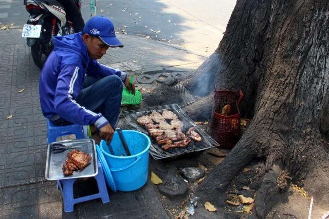 Zdjęcia: Sajgon, Sajgon, Grill pod drzewkiem, WIETNAM