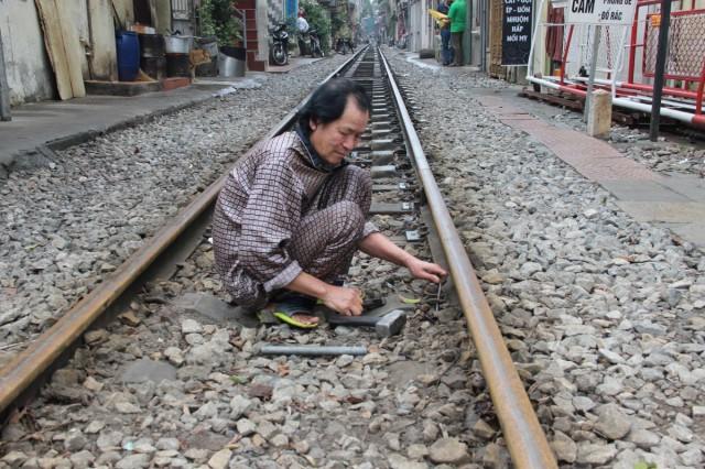 Zdjęcia: Hanoi, Północny Wietnam, Naprawa torów, WIETNAM