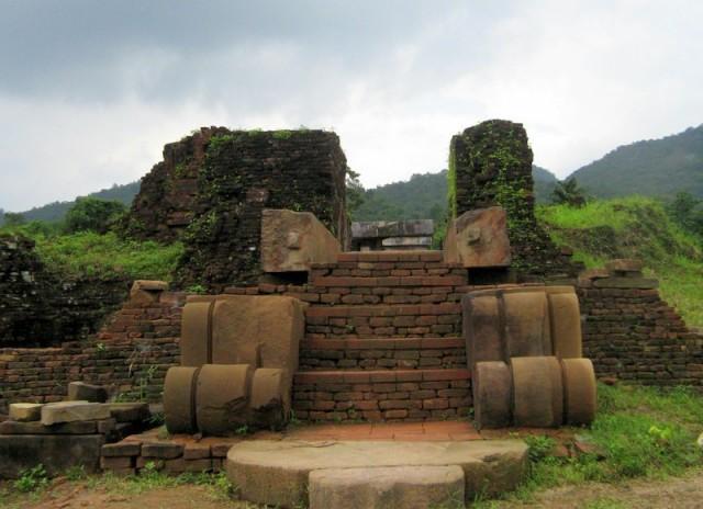 Zdjęcia: My Son, Wybrzeże Południowo-Środkowe, Ruiny budowli ludu Czamów (2) – My Son, Wietnam, WIETNAM