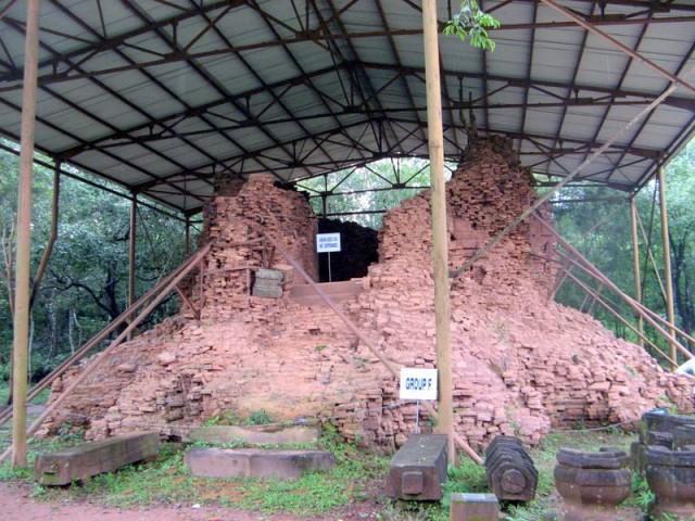 Zdjęcia: My Son, Wybrzeże Południowo-Środkowe, Ruiny budowli ludu Czamów (4) – My Son, Wietnam, WIETNAM