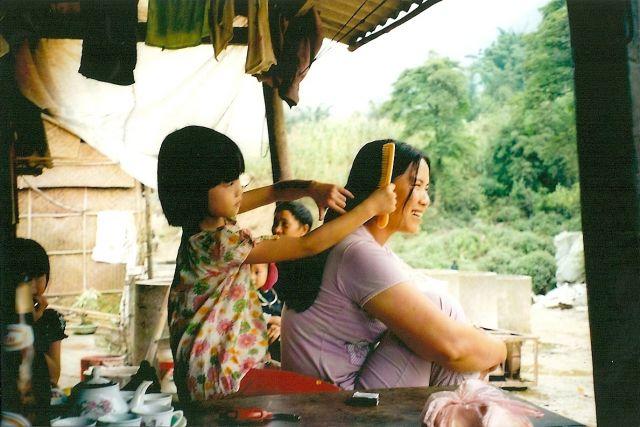Zdjęcia: okolice Sapa, północ kraju, mała fryzjerka, WIETNAM