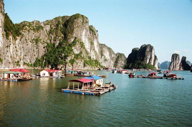 Zdjęcia: Halong Bay, Halong Bay, Wiecej domow na wodzie, WIETNAM