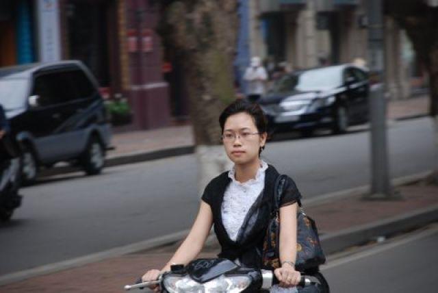 Zdjęcia: ul. Le Thai To, Hanoi, Wietnamskie Kobiety, WIETNAM
