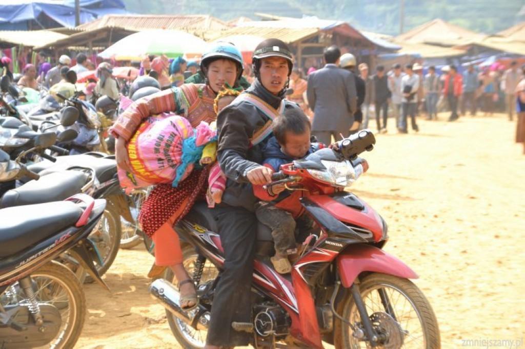Zdjęcia: Tag w Can Cau, Bac Ha, Powrót do domu z zakupami, WIETNAM