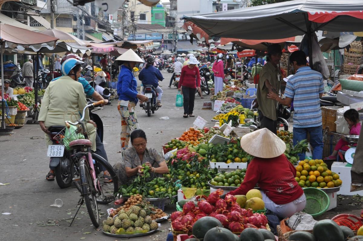 Zdjęcia: Ho Chi Minh, Południowy Wietnam, Codzienny targ na ulicach Sajgonu, WIETNAM