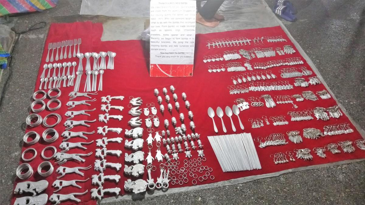 Zdjęcia: Luangprabang, Rzeczy zrobione z amerykańskich bomb, LAOS