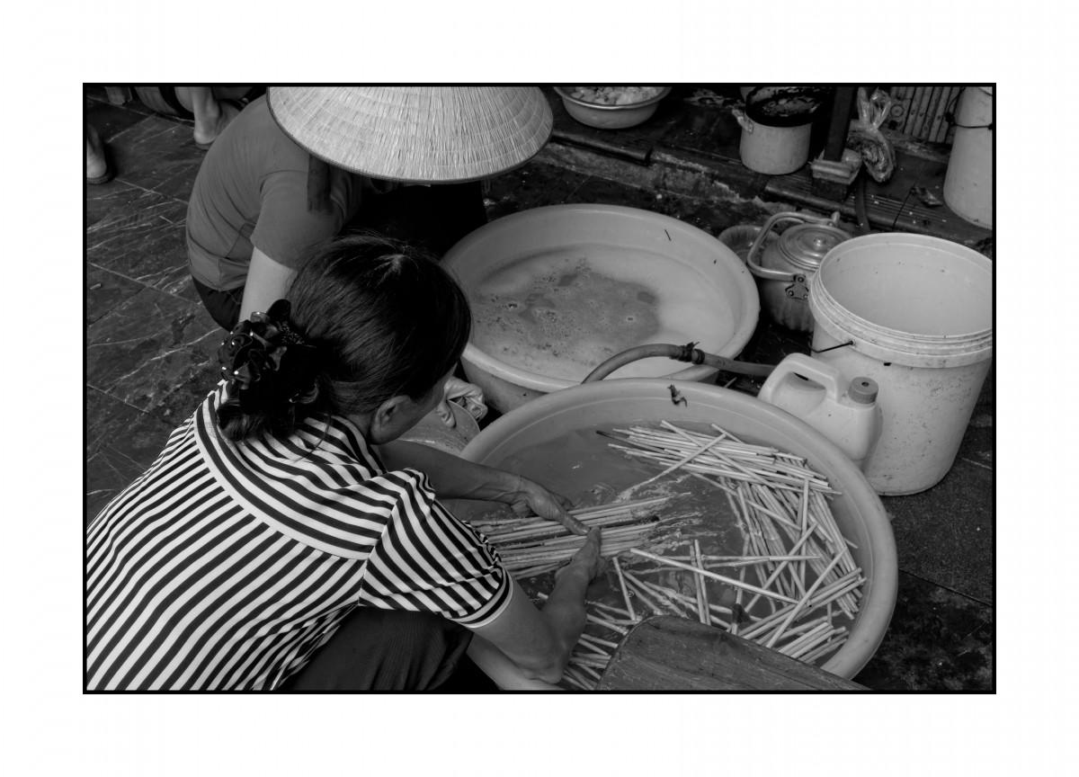 """Zdjęcia: Hanoi, Hanoi, Mycie """"sztućców"""", WIETNAM"""