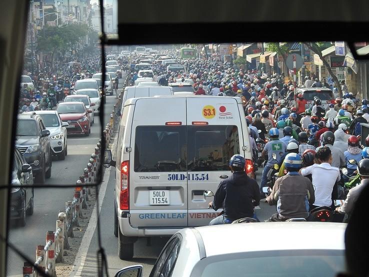 Zdjęcia: Typowa uliczka i tłoczno od motorynek, Spacerek po Hồ Chí Minh (Sajgon), WIETNAM