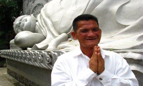 Zdjęcie WIETNAM / poludniowo srodkowy Wietnam / Nha Trang / Konkurs - modlacy sie
